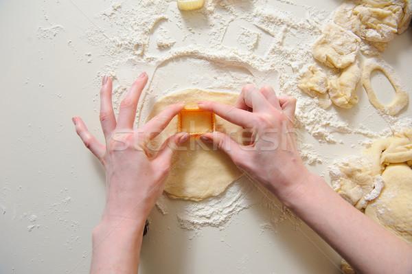 женщины рук Cookies свежие Сток-фото © O_Lypa