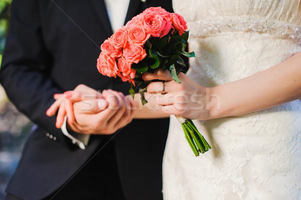 невеста жених букет реке , держась за руки Сток-фото © O_Lypa