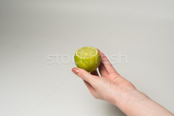 Groene kalk vrouwelijke hand vers sappig Stockfoto © O_Lypa