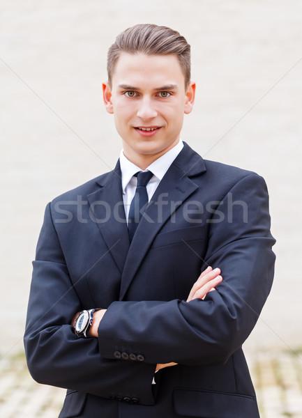 Jonge zakenman portret aantrekkelijk glimlachend gezicht Stockfoto © Obencem