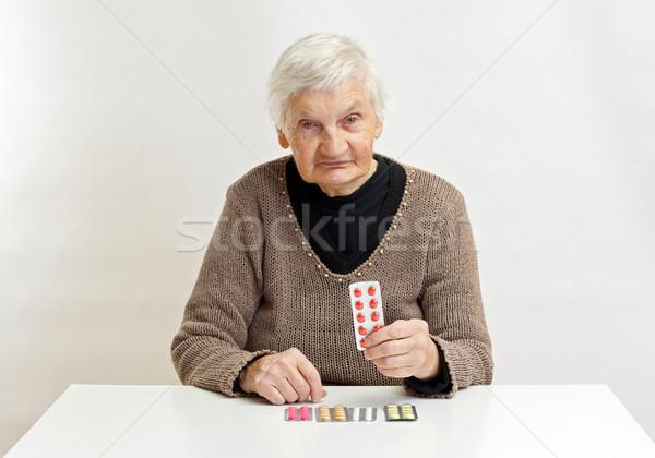 Bem idoso mulher medicina Foto stock © ocskaymark