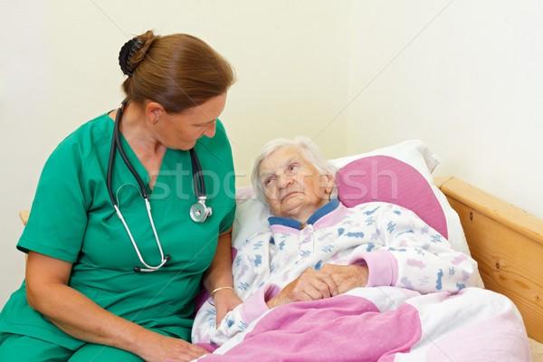 Cuidados en el hogar cuidador casa sonrisa médico Foto stock © ocskaymark