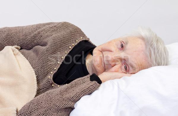Bem idoso mulher cama Foto stock © ocskaymark