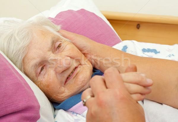 Amor familia hija mejilla ancianos madre Foto stock © ocskaymark