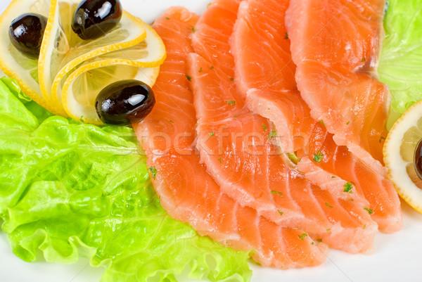 Lazac közelkép saláta citrom olajbogyó fehér Stock fotó © olira