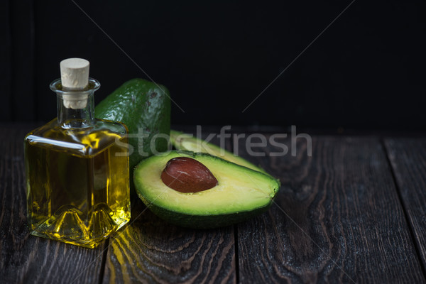 Olaj avokádó sötét fából készült orvosi gyümölcs Stock fotó © olira