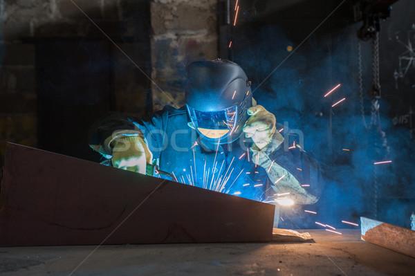Trabalhador soldagem metal faíscas fábrica construção Foto stock © olira