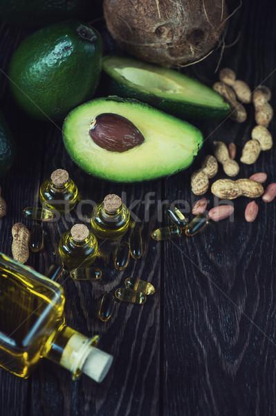 Kaynak omega 3 yağ avokado balık yağı hapları Stok fotoğraf © olira