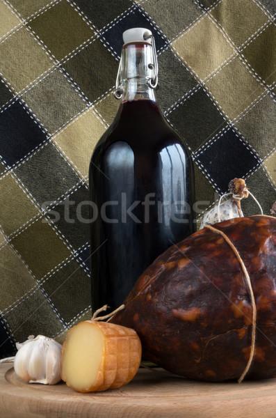 Wijn voedsel fles rode wijn worstjes hout Stockfoto © oorka