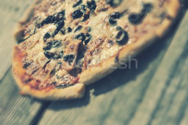 Rústico pizza salami mozzarella maíz aceitunas Foto stock © orla