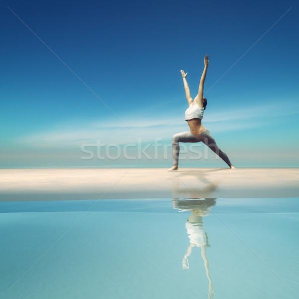 Jonge vrouw yoga strand 3d render illustratie vrouwen Stockfoto © orla