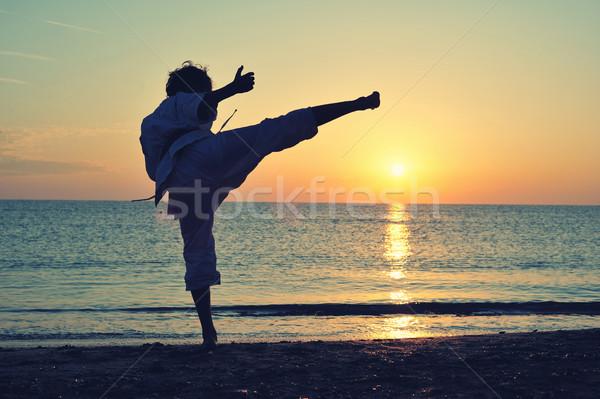 Karate uniforme formazione tramonto mare Foto d'archivio © orla
