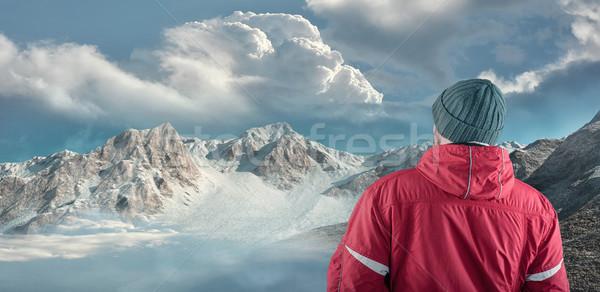 Stockfoto: Wandelaar · bewonderen · berg · landschap · winter · weg