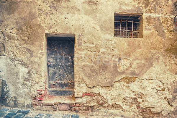 Bronz kapı küçük pencereler taş duvar kale Stok fotoğraf © orla