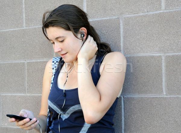 Feminino beleza ouvir música ao ar livre moda estilo de vida Foto stock © oscarcwilliams