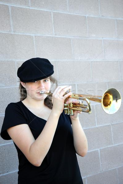 Feminino trombeta jogador chifre fora Foto stock © oscarcwilliams