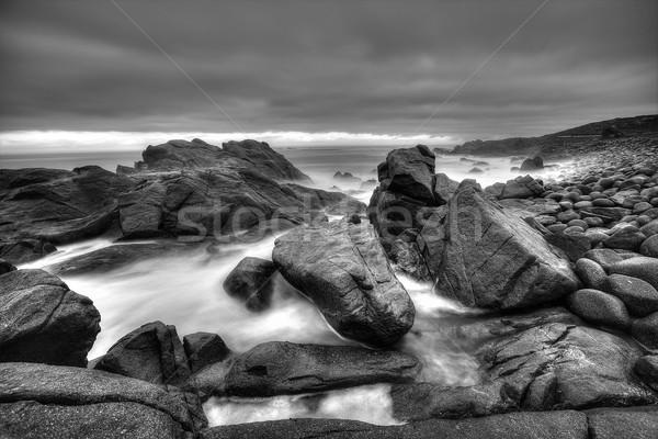 Сток-фото: морской · пейзаж · монохромный · черно · белые · бурный · большой · пород