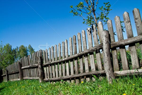 Oude houten hek gras hemel hout Stockfoto © pab_map