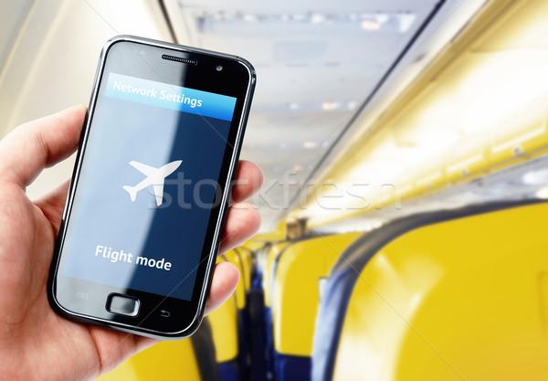 Hand smartphone binnenkant vliegtuig vlucht Stockfoto © pab_map