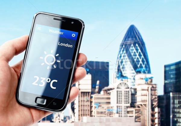 Hand smartphone weer Londen scherm Stockfoto © pab_map