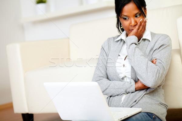 Réfléchissant jeune femme lecture quelque chose écran portrait Photo stock © pablocalvog