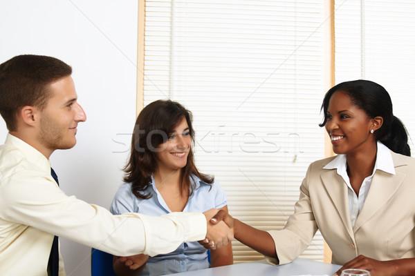 Fiatal üzletemberek üdvözlet multinacionális csoport iroda Stock fotó © pablocalvog