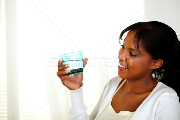Jovem preto menina olhando água doce vidro Foto stock © pablocalvog