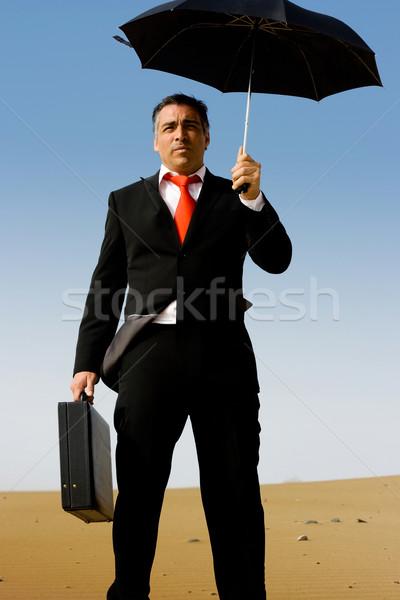 Iş adamı evrak çantası şemsiye tek başına çöl gökyüzü Stok fotoğraf © pablocalvog