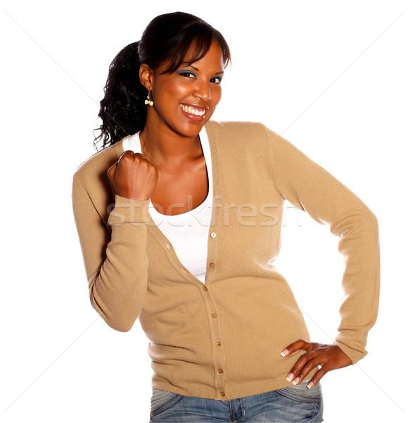 Młoda kobieta patrząc uśmiechnięty tle młodych Zdjęcia stock © pablocalvog