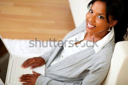 Młodych kobiet uśmiechnięty patrząc laptop portret Zdjęcia stock © pablocalvog
