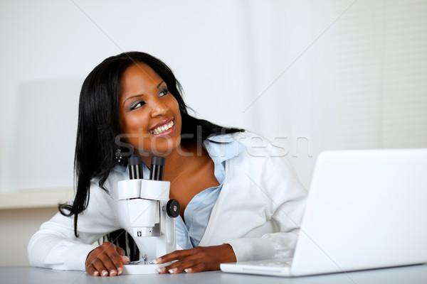 Stockfoto: Mooie · jonge · vrouw · microscoop · portret · naar · student