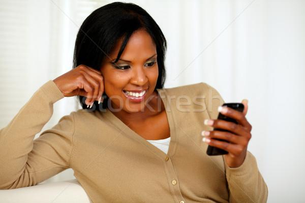Femme lecture un message portrait jeune femme Photo stock © pablocalvog