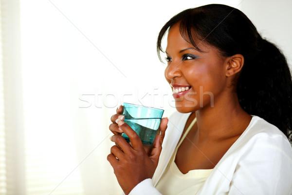 Aranyos fiatal nő mosolyog iszik édesvíz portré Stock fotó © pablocalvog