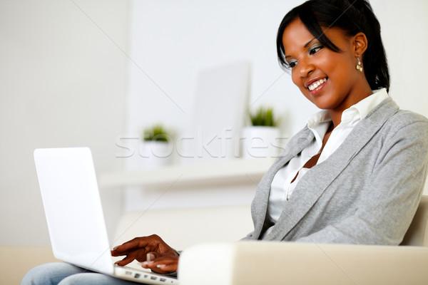Stockfoto: Mooie · jonge · vrouw · werken · laptop · portret · vergadering