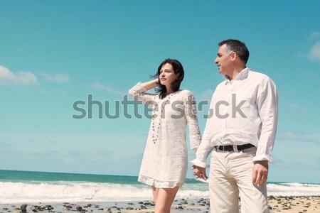 çift yürüyüş gülme deniz sahil Stok fotoğraf © pablocalvog