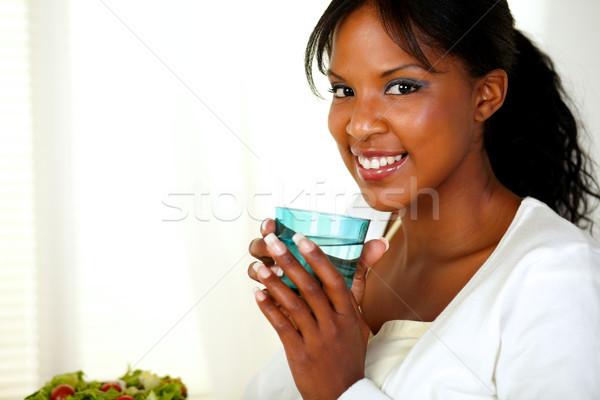 Uśmiechnięta kobieta pitnej portret młoda kobieta Zdjęcia stock © pablocalvog