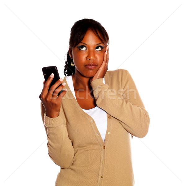 Stockfoto: Peinzend · jonge · vrouw · mobieltje · geïsoleerd · mobiele