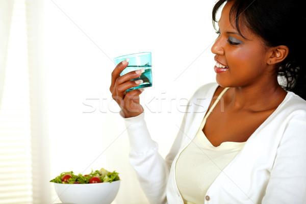 Mooie vrouw naar zoetwater glas portret jonge Stockfoto © pablocalvog