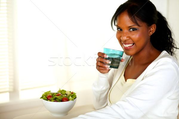 Belle jeune femme eau potable portrait vert Photo stock © pablocalvog
