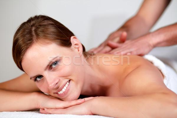 Jonge mooie vrouw glimlachend ontspannen portret Stockfoto © pablocalvog