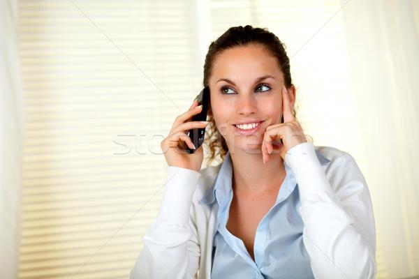 若い女性 リスニング 携帯電話 笑みを浮かべて オフィス ストックフォト © pablocalvog