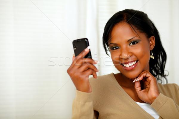 átgondolt hölgy olvas üzenet mobiltelefon portré Stock fotó © pablocalvog