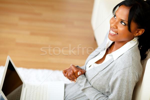 きれいな女性 座って ホーム 階 先頭 表示 ストックフォト © pablocalvog
