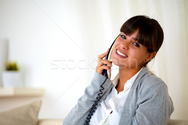小さな 女性 電話 見える 肖像 座って ストックフォト © pablocalvog
