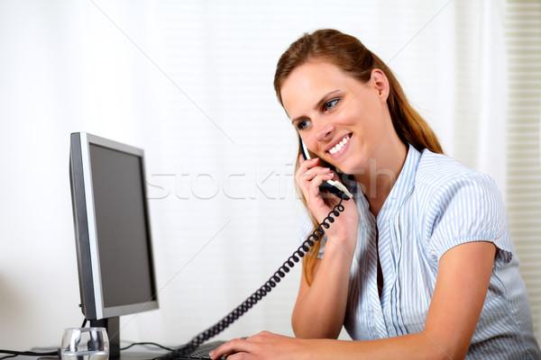 üzlet nő mosolyog beszél portré telefon Stock fotó © pablocalvog