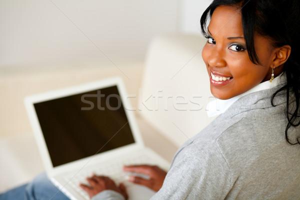 Сток-фото: красивой · рабочих · ноутбука · портрет · глядя