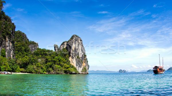 Trópusi sziget tájkép égbolt tenger óceán utazás Stock fotó © Pakhnyushchyy