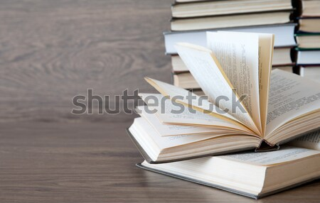 Livres bois pont papier texture livre Photo stock © Pakhnyushchyy