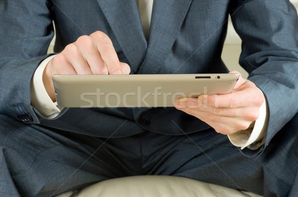 Táblagép kezek tart üzlet számítógép kéz Stock fotó © Pakhnyushchyy