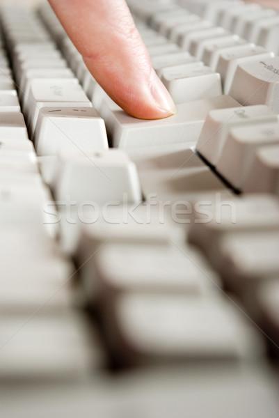 Billentyűzet ujjak szöveg számítógép billentyűzet iroda Stock fotó © Pakhnyushchyy